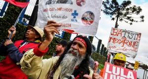 Les pro-Lula irréductibles, sous les fenêtres de sa prison