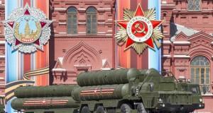 Moscou étale sa puissance militaire avec de gigantesques manoeuvres