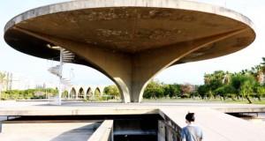 Des artistes tentent de sauver une oeuvre du Brésilien Niemeyer