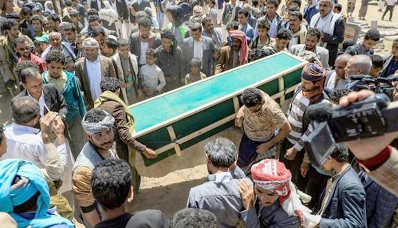 Inhumation de civils tués par des frappes lors d'un soulèvement tribal