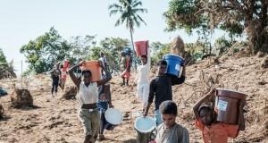 Sur la rivière mozambicaine Buzi L'aide humanitaire au compte-goutte