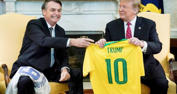 Trump et Bolsonaro mettent en scène leur complicité