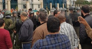 Mohamed Arkab chahuté par les travailleurs de Sonelgaz à Alger