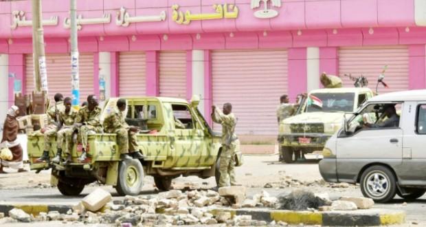 Les Soudanais face aux forces de l'ordre