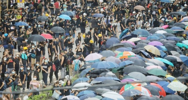 Hong Kong Les manifestants dans les rues malgré l'interdiction