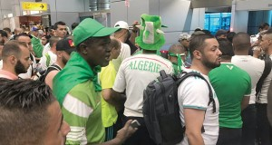 Supporters à l'aéroport du Caire