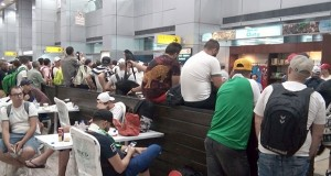 supporters algériens à l'aéroport du Caire
