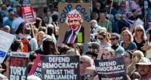 Des Britanniques manifestent contre le «coup d'État» de Boris Johnson