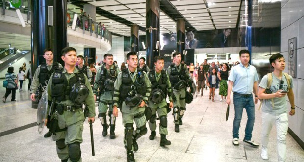 La police déployée en masse déjoue les actions contre l'aéroport