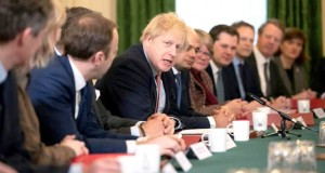 Boris Johnson veut mener le Brexit au pas de charge