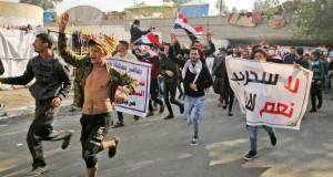 Des partisans de paramilitaires déferlent sur une place de Bagdad