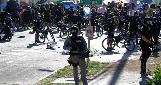 Affrontements entre manifestants et policiers à Seattle