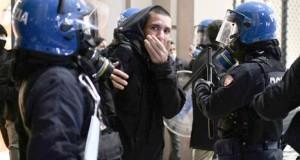 Pandémie- colère en Italie, craintes de reconfinement en France