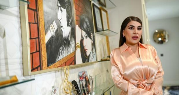Comment la principale pop-star afghane a échappé aux talibans