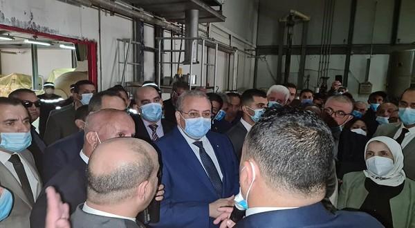 Le ministre de l'Industrie, Ahmed Zeghdar, lundi dernier lors d'une visite  à l'usine de production de levure de la  commune de  ouchegouf