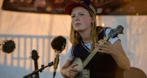 Une jeune prodige du banjo fait résonner une musique d'Afrique et des Appalaches
